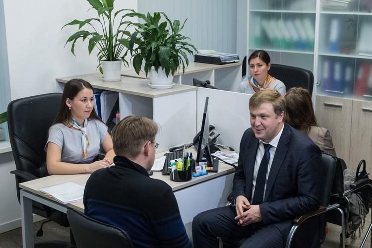 В октябре 2019 года работу центра «Мой бизнес» в Екатеринбурге проверил заместитель главы Минэкономразвития РФ Вадим Живулин. Заодно напрямую пообщался с екатеринбургскими предпринимателями, пришедшими в тот день в центр поддержки МСП.