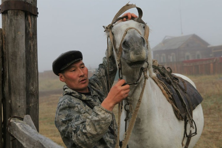 Конь для Андрияна - верный спутник. Фото: Борис СЛЕПНЕВ.