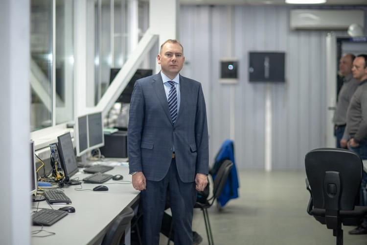 Владимир Вдонин начинает свой рабочий день с обхода производственных помещений. Фото: Пресс-служба компании