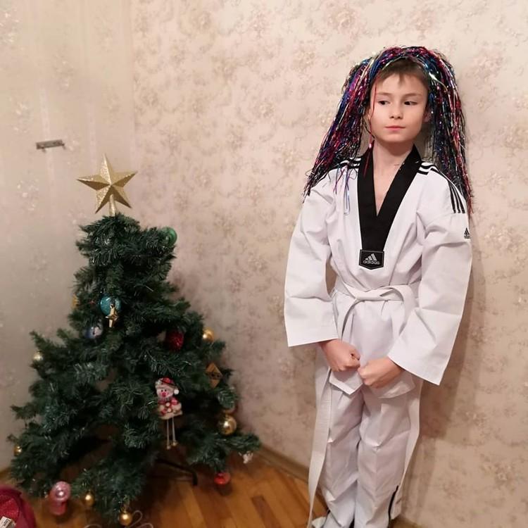 Антон занимается тхэквондо и ему подарок очень пригодится