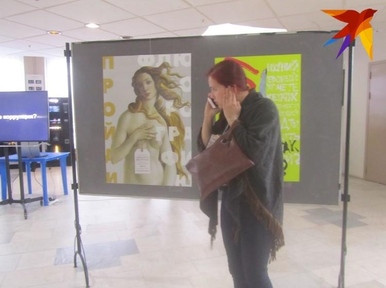 Выставка творческих работ студентов Курского художественно-графического факультета в стиле плакатного искусства