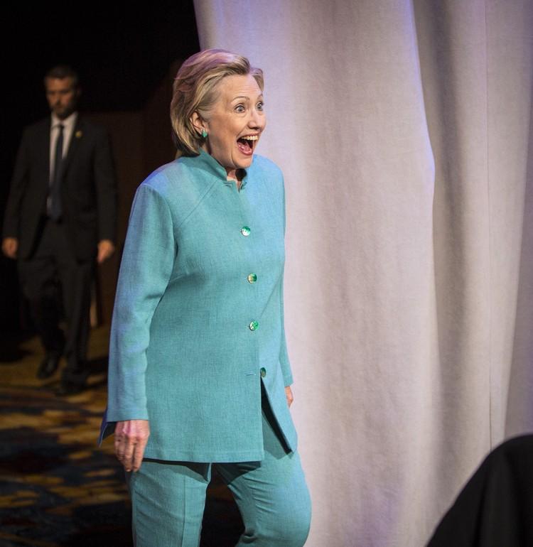 73-летняя Хиллари тоже подумывает об участии в гонке.