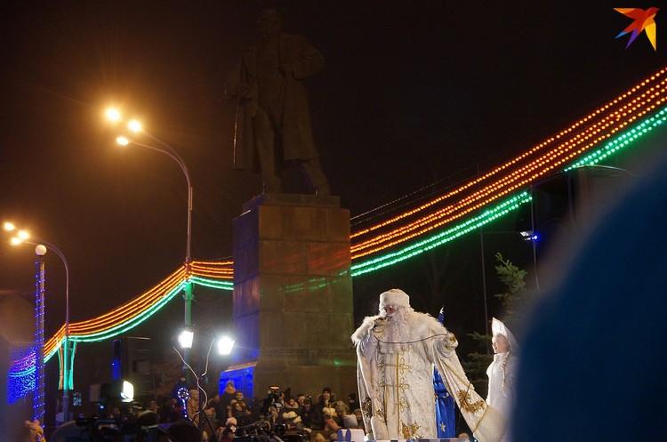 Дед Мороз и Ленин - герои советского прошлого