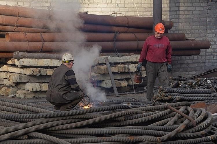 Донбасс - трудолюбивый народ. И война работе не помеха