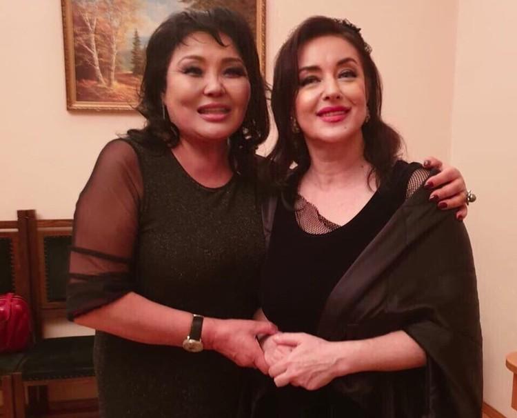 Нумеролог Клара Кузденбаева (слева) гордится знакомством со знаменитостями. Вот и Тамара Гвердцители к ней со всей душой. Фото: instagram.com/klarakuzdenbayeva