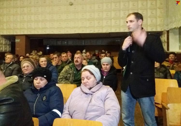 Павел Кендысь, учитель географии и физкультуры, намерен отстоять школу.