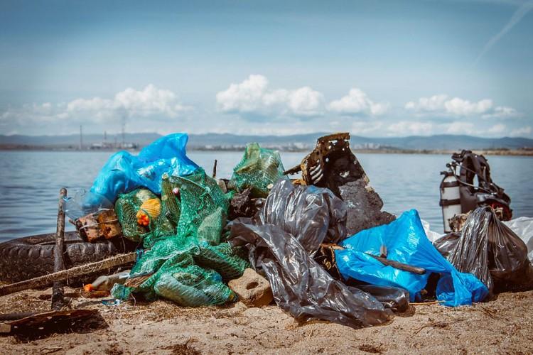 С годами количество мусора на дне озер стало сокращаться