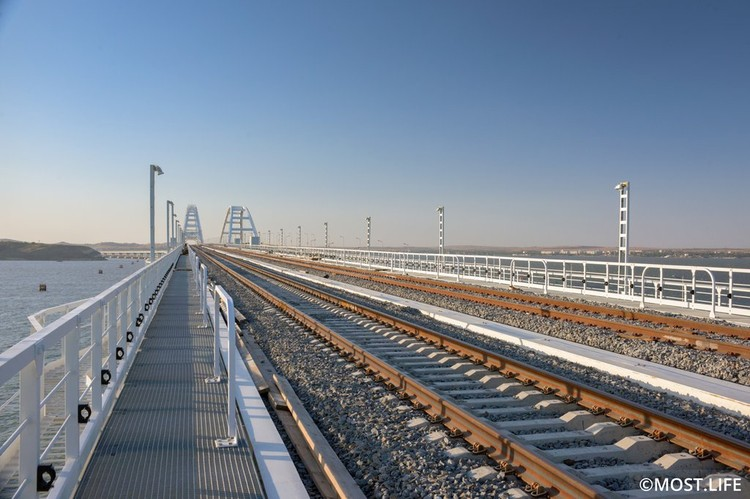 На Крымском мосту проложили двухпутную железную дорогу. Фото: Инфоцентр Крымский мост