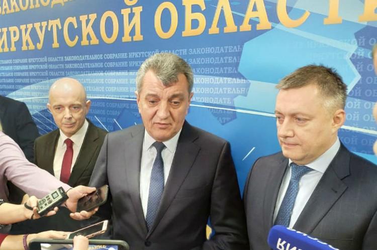 Полпред президента в СФО Сергей Меняйло представил врио главы Иркутской области Игоря Кобзева.