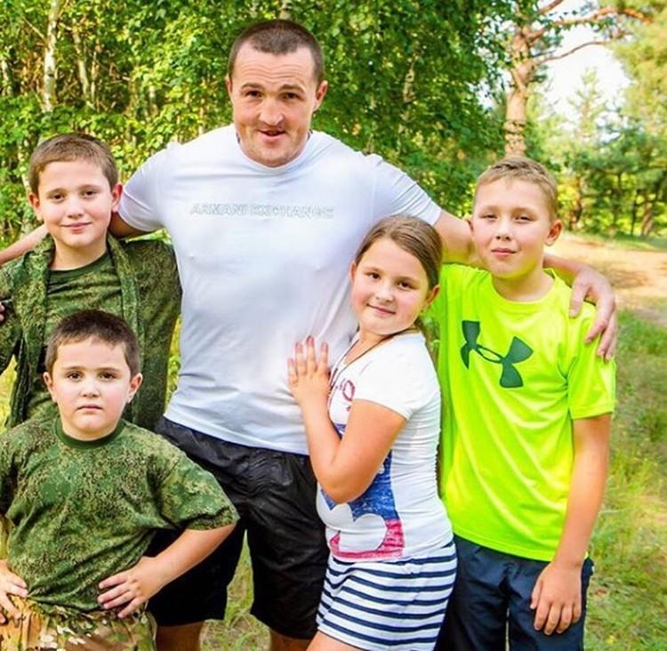 Дети должны быть спортивными. Фото: инстаграм Денис Лебедев.
