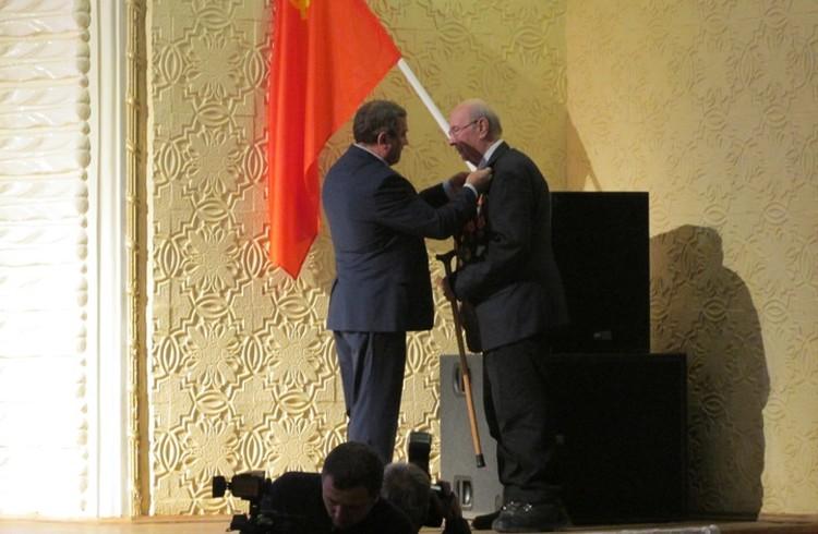 Сергей Рудаков вручил ветеранам медали к юбилею Сталина