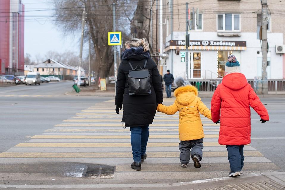 """Малышки уже начали называть новых родителей """"мамой"""" и """"папой"""" Фото: Ксения ТИМОФЕЕВА"""