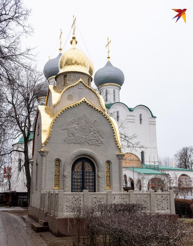 Гробница фабрикантов Прохоровых в «русском стиле» была бережно восстановлена.