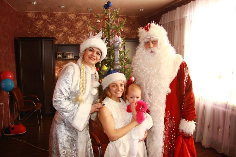 В Деда Мороза и Снегурочку верят даже взрослые. Фото: Личный архив певицы