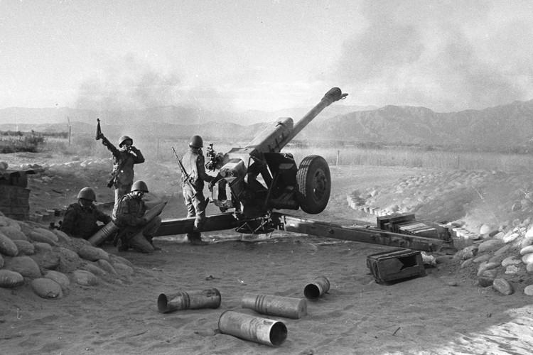 На позициях артиллеристов под Джелалабадом. Фото: Виктор Хабаров/ZERKALO
