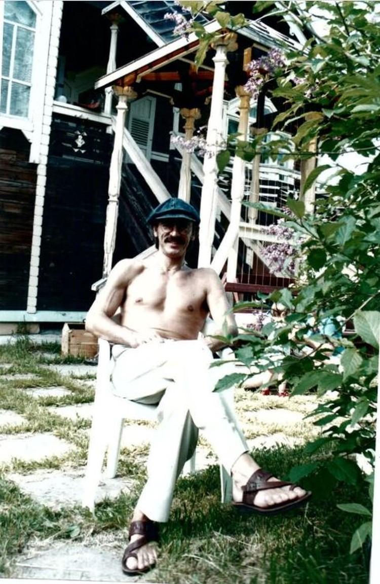 Михаил Боярский любит проводить время на даче