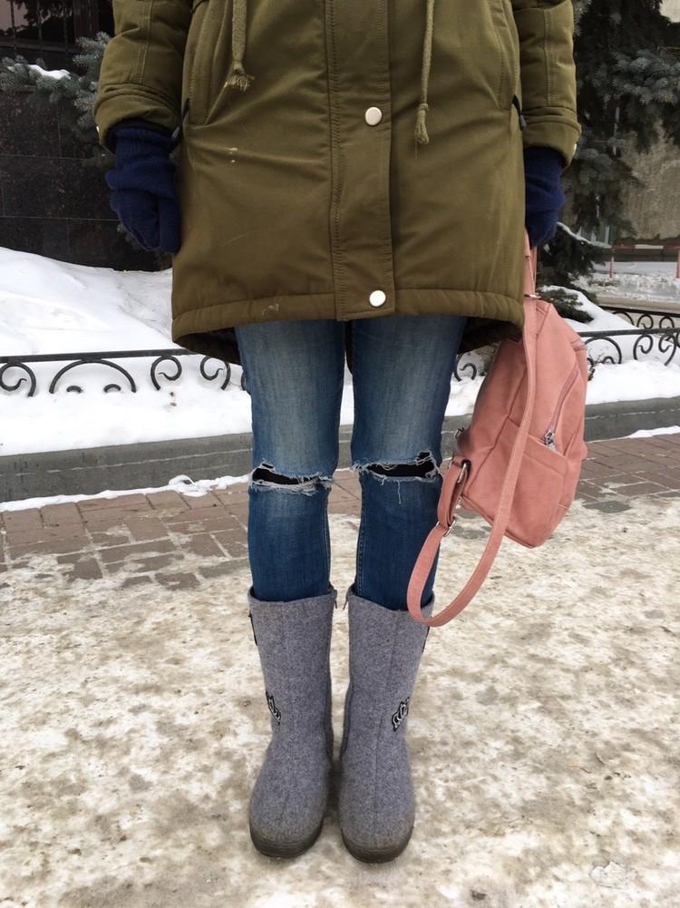 Рваные джинсы зимой - точно нет.