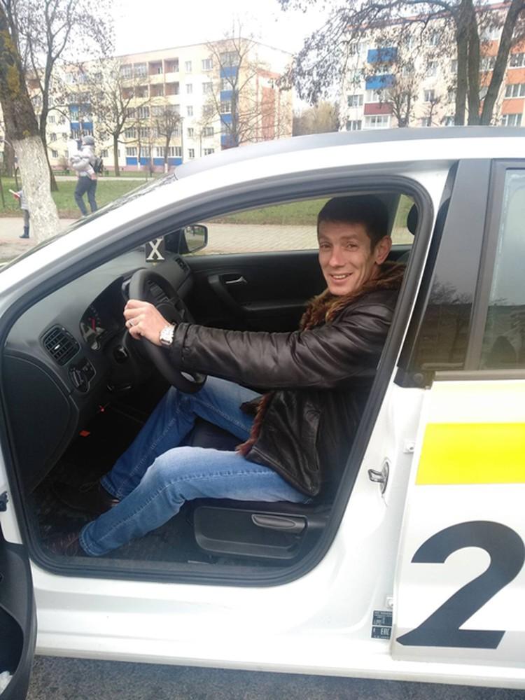 Водитель такси Евгений Делисандров из Лиды: «Я просто приехал на заказ, а уже через 15 минут кричал пассажирке «Тужься!». Фото предоставлено героем публикации.