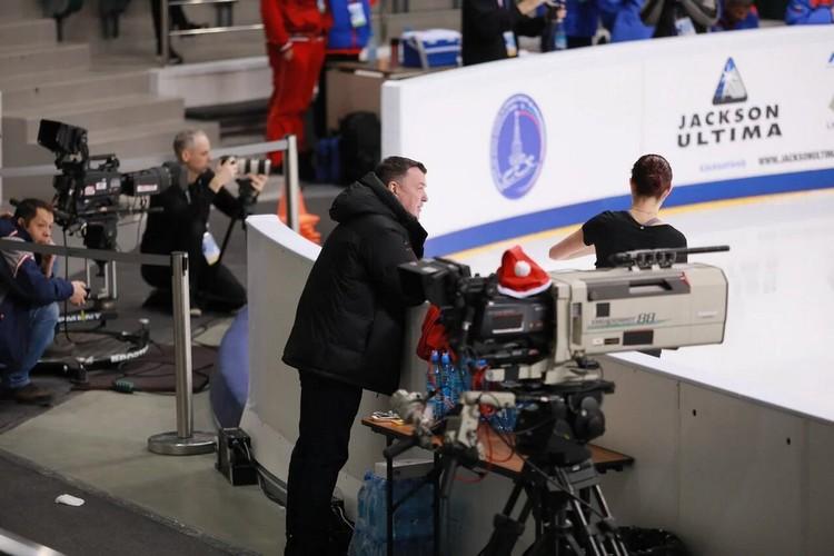 За тренировками внимательно наблюдают фотографы и журналисты