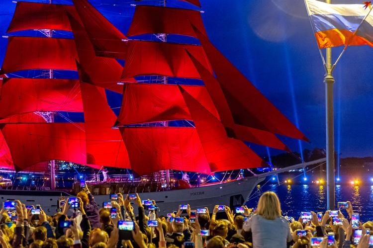 В сердце Санкт-Петербурга состоялся самый красивый выпускной страны.