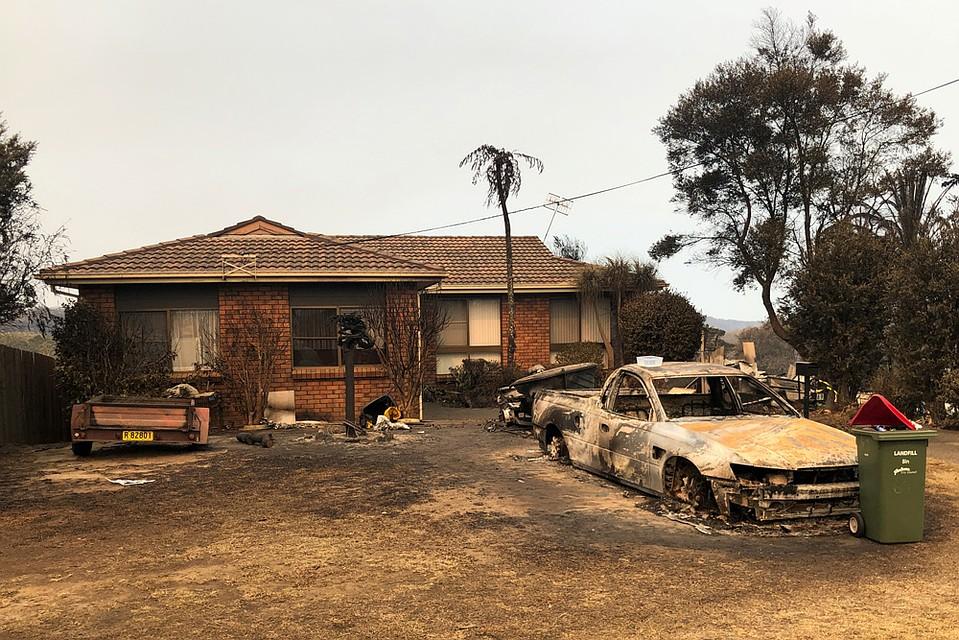 На момент написания заметки из-за разгула красной стихии было уничтожено 1516 домов, погибло 25 и пропало без вести 7 человек. Фото: REUTERS