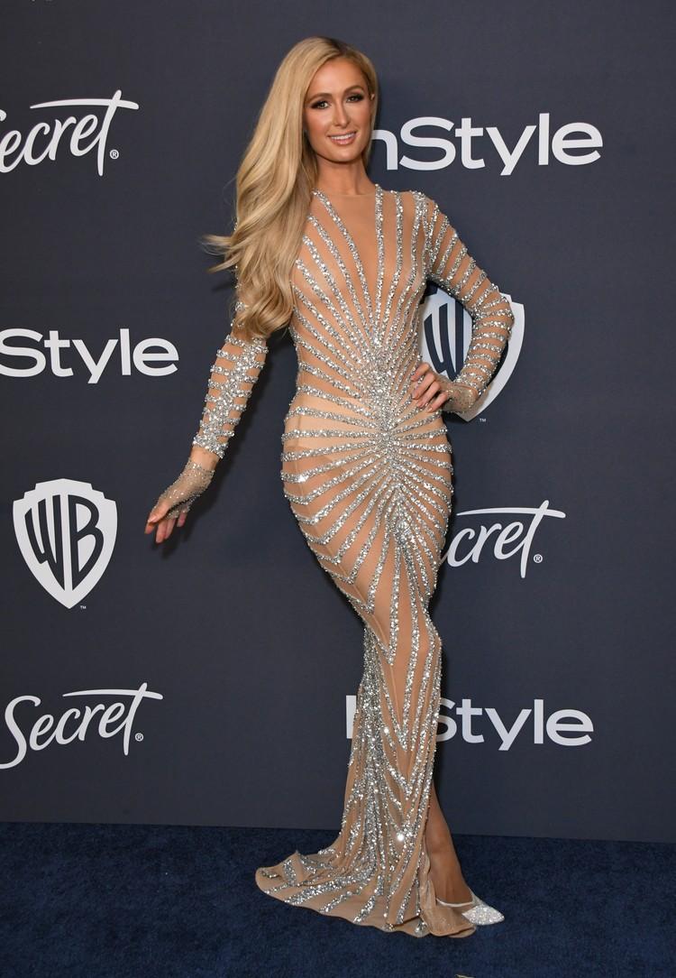Пэрис выбрала для вечеринки прозрачное платье.