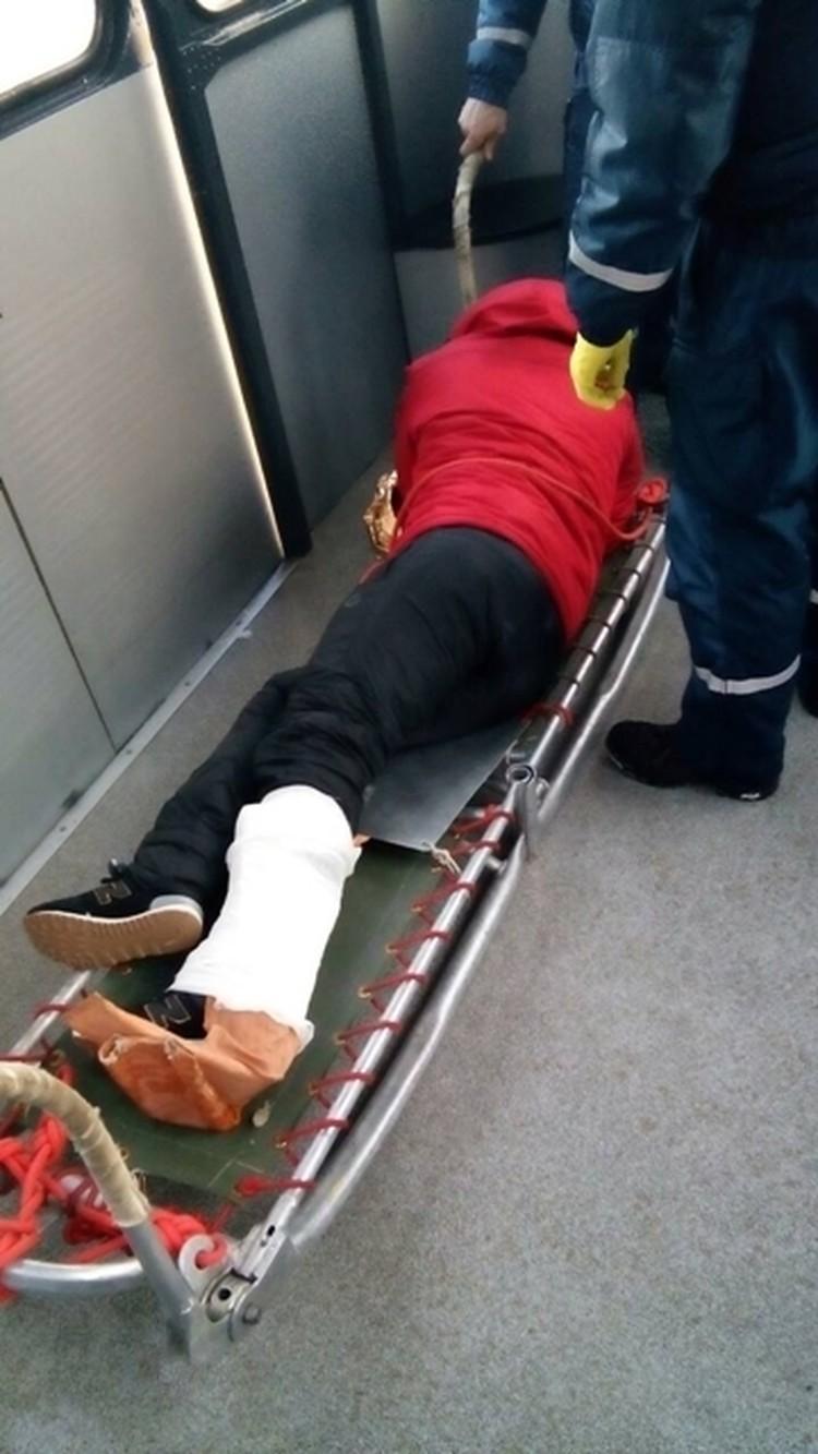 """Пострадавшего спускали по канатной дороге - """"скорой"""" наверх не пробиться. Фото: пресс-служба МЧС РК"""