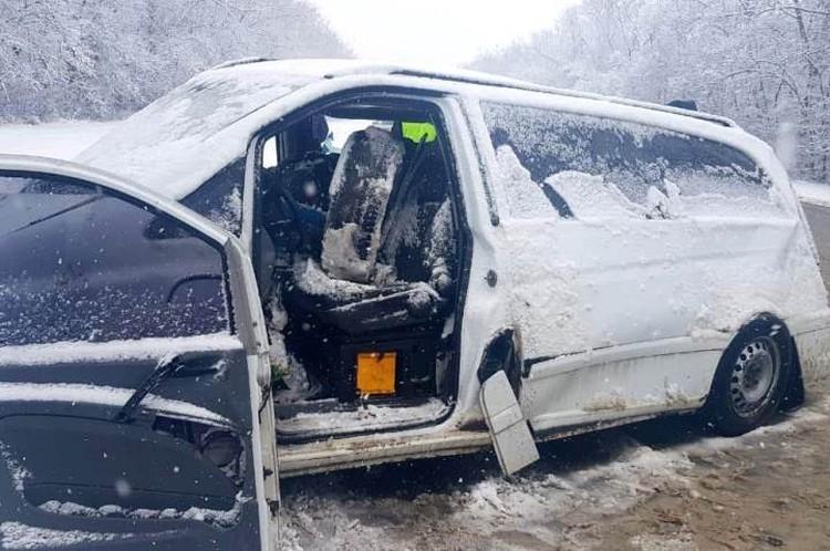 Оба автомобиля получили серьезные повреждения, судя по фото - удар был сильный. Фото: пресс-служба УМВД России по Орловской области