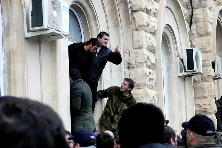 Революционеры побаиваются, что после их ухода из центра Сухума на них будут возбуждены уголовные дела