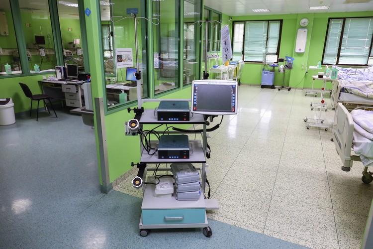 К аппарату искусственного обращения крови мужчина был подключен 16 дней. Фото: ККБ №1.