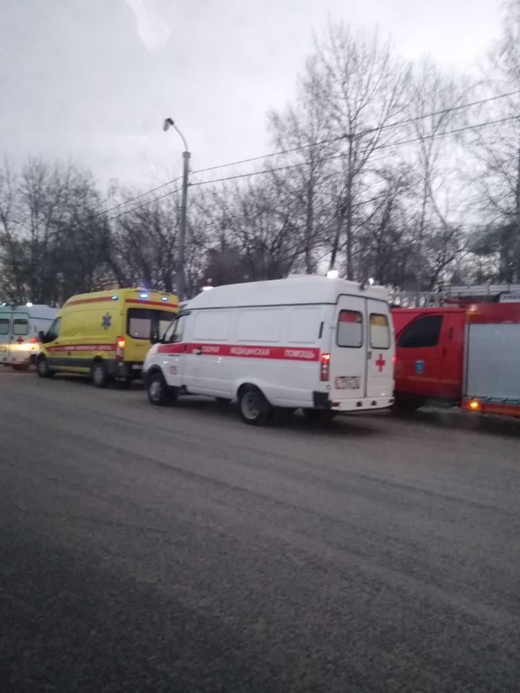 На месте ДТП дежурили две кареты скорой помощи. Фото: ЧС Тюмень