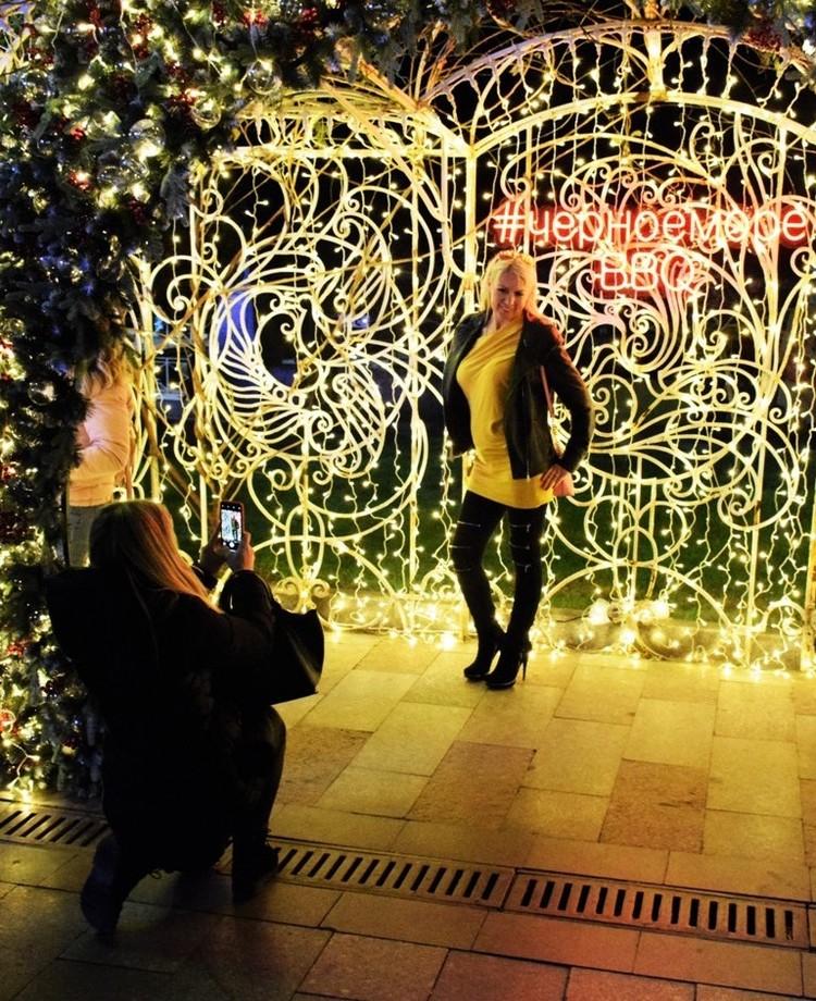 Фото на фоне украшений Ялты разлетелись по всем соцсетям. Фото: пресс-служба горадминистрации