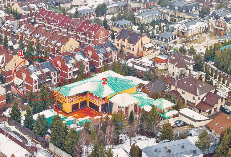 1. Старый таунхаус Собчак в 335 кв. м оценили в 30 млн рублей. 2. А так выглядит строящийся дом ведущей. 1000 кв. м, примерная стоимость - 40 млн рублей.