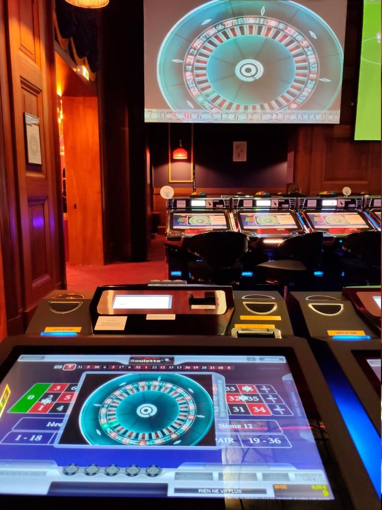Так теперь выглядят рулетка в европейских казино. Одни компьютеры, и никаких крупье