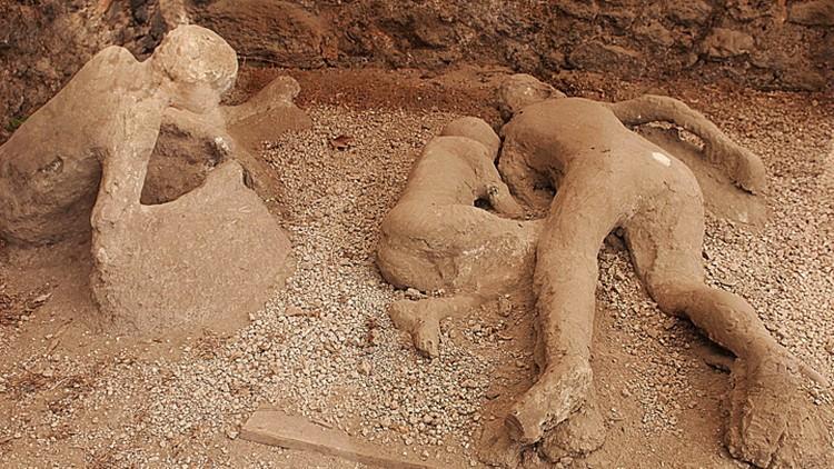 Фигуры, которые получились после того, как были заполнены полости, образованные сгоревшими телами