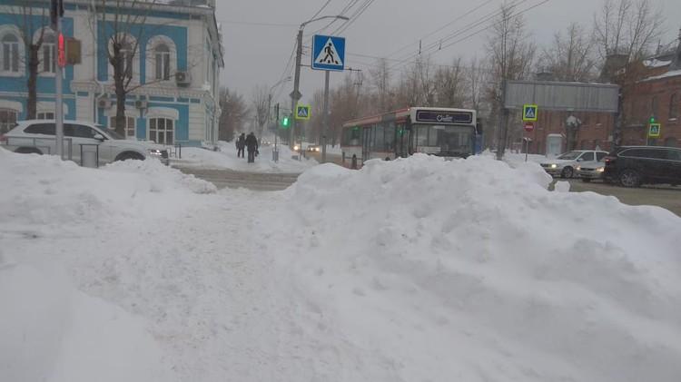 Сугробы в Барнауле