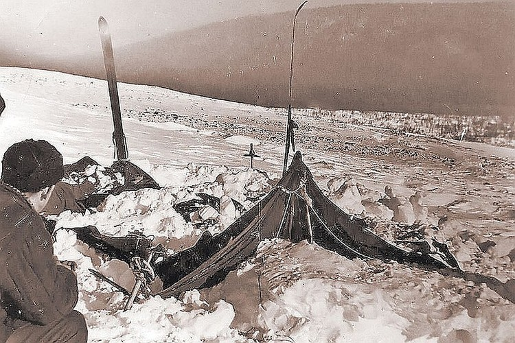 Такой обнаружили палатку дятловцев участники поисков. Фото: Фонд памяти группы Дятлова