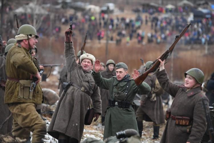 В Ленинградской области прошла масштабная военно-историческая реконструкция «Январский гром», которая собрала тысячи зрителей. Фото предоставлено пресс-службой администрации Ленинградской области.