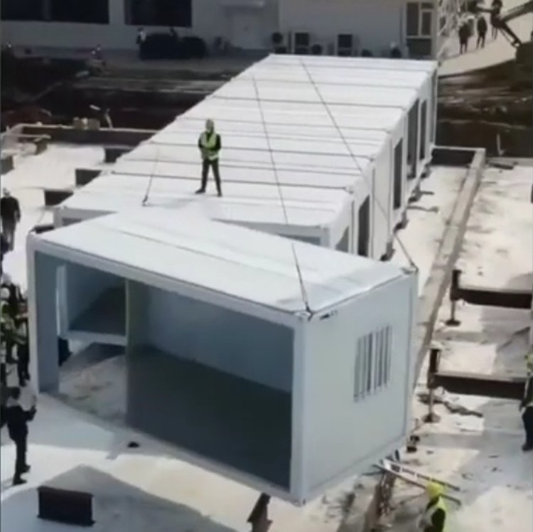 «Чудо-больница», которую в Китае возводят за неделю - это строительные вагончики