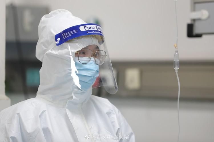 В Китае подтвердили, что коронавирус может попасть в организм через слизистую оболочку глаз.