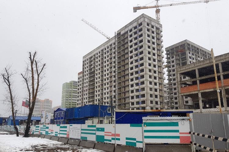 На Базовской улице ведется строительство стартового дома по программе реновации в Западном Дегунино.