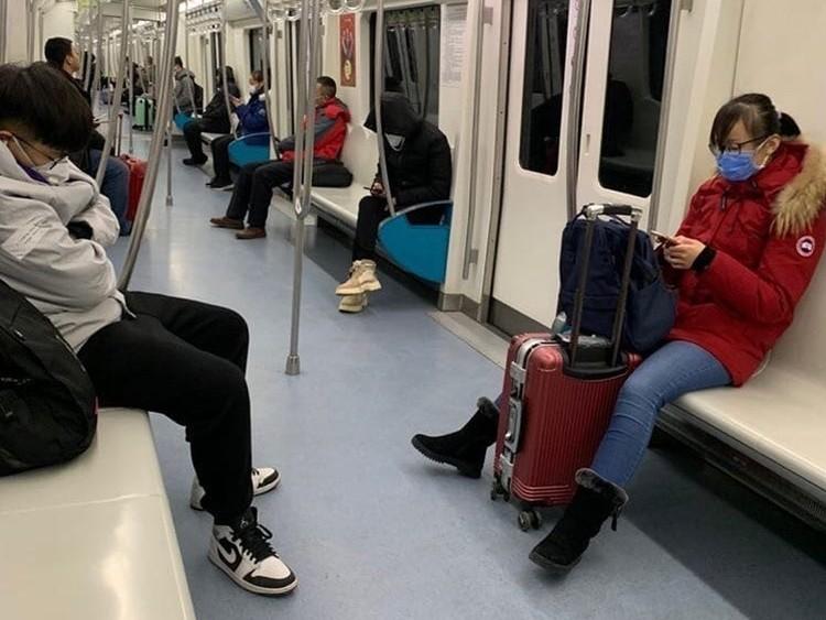 Без маски не впускают даже в метро. Фото: @povkhhh