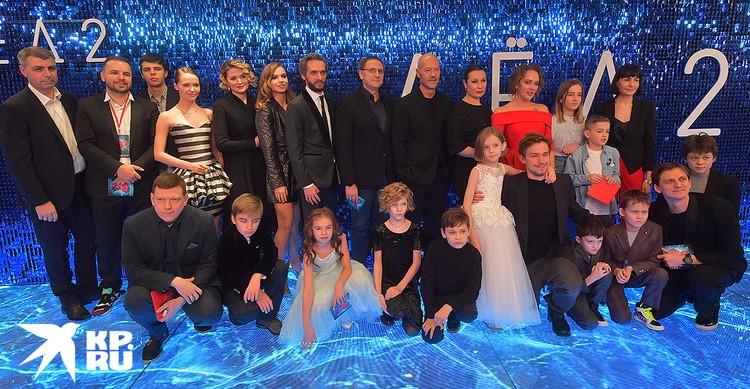 """Съемочная группа фильма """"Лёд 2"""" на премьере."""
