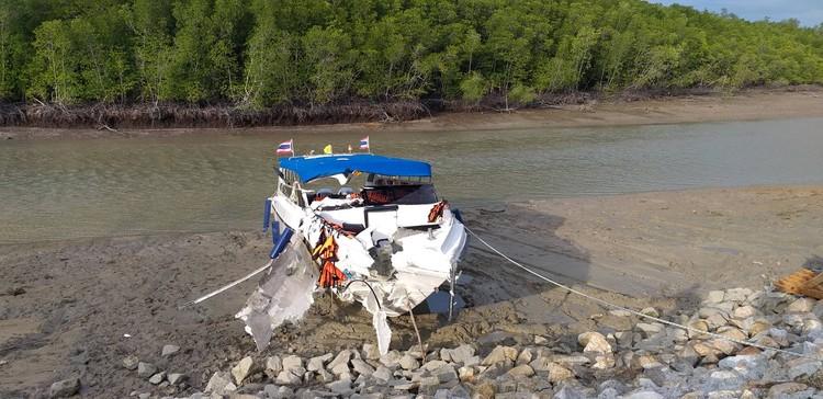 Спидбот легкий, как поплавок, корпус у него не металлический Фото: Eakkapop Thongtub, The Phuket News