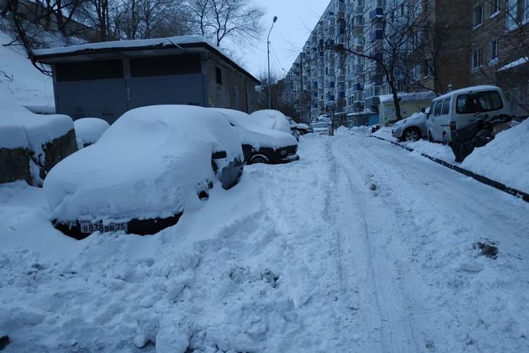 Дворы занесло снегом,мусор вывезен не везде