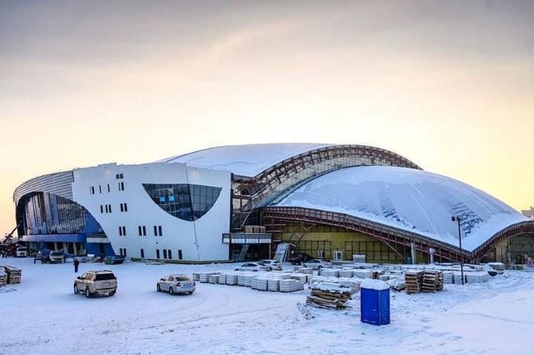 Наш новый ледовый дворец почти готов. Фото: Татьяна ГЛЮК.