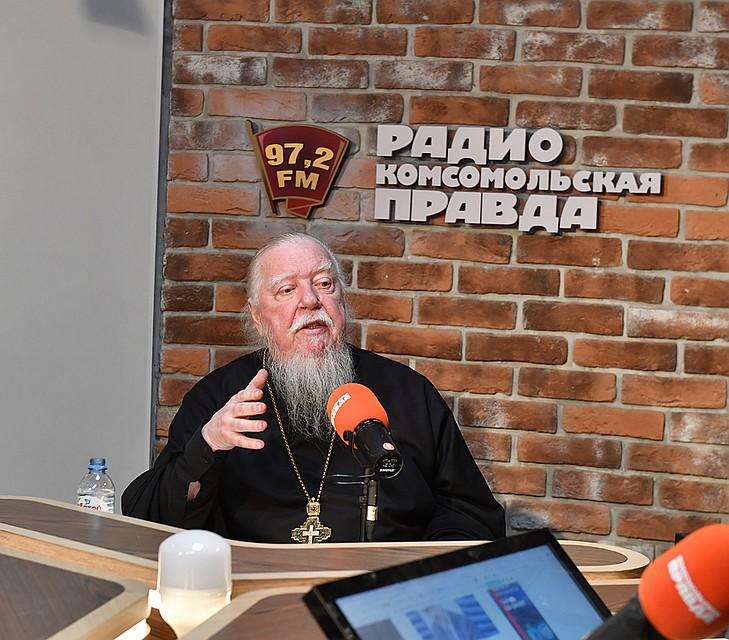 Батюшка рассказывал о семейных отношениях Фото: Иван МАКЕЕВ