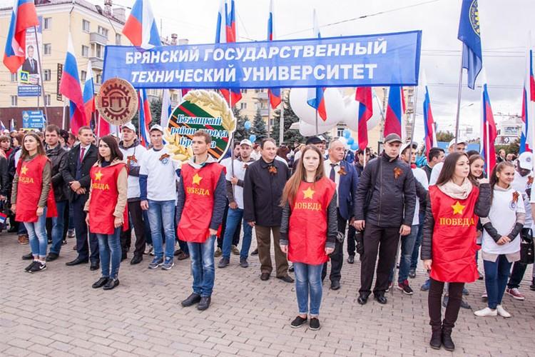 Студенты и преподаватели БГТУ принимают активное участие в общественной жизни города.