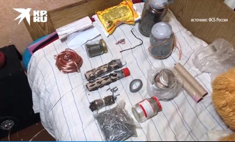 Ребята на досуге собирали взрывные устройства. Скриншот оперативного видео ФСБ