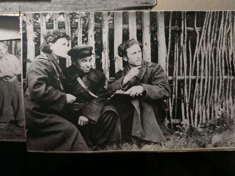 Мама, мой дед Евдоким и дядя Дмитрий через 15 лет после войны достали свои фронтовые шинели.
